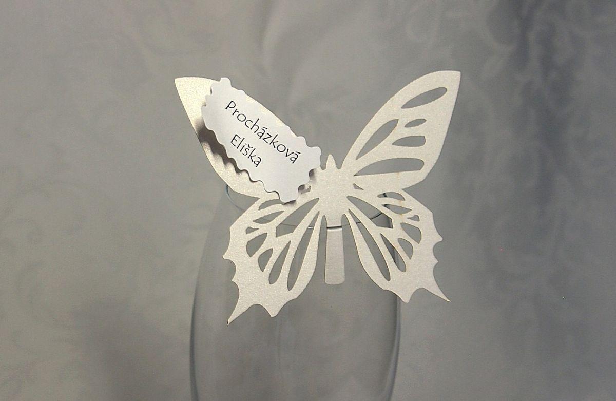 Jmenovka na skleničku, motýlek - bílá