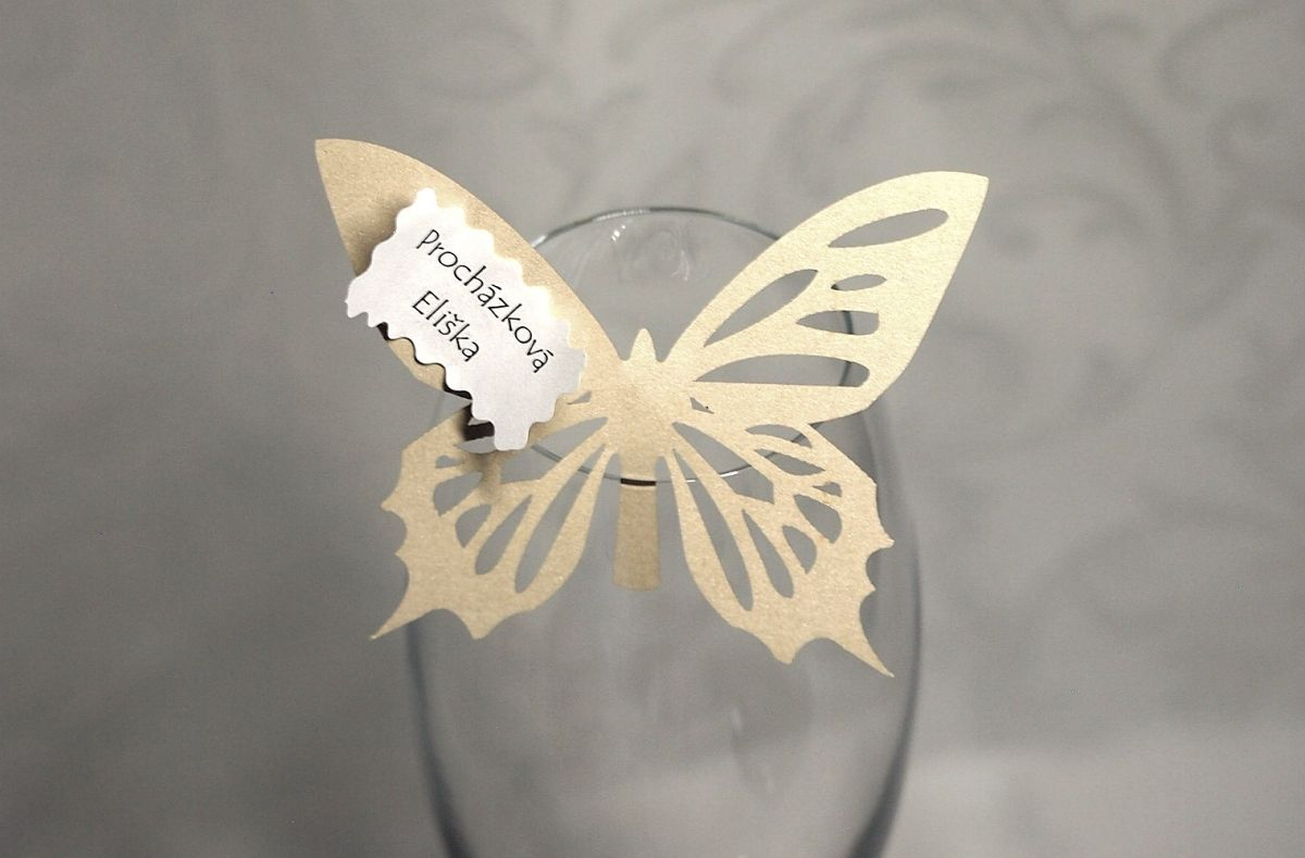 Jmenovka na skleničku, motýlek - krémová