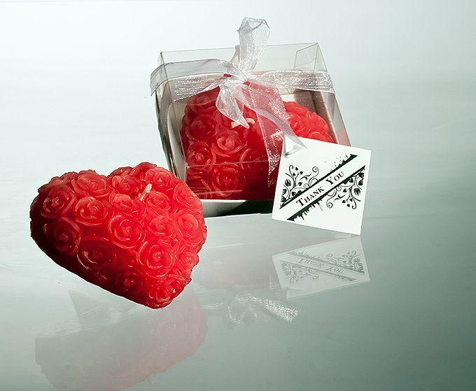 Vosková svatební svíčka - srdíčko; dekor růžičky; červená
